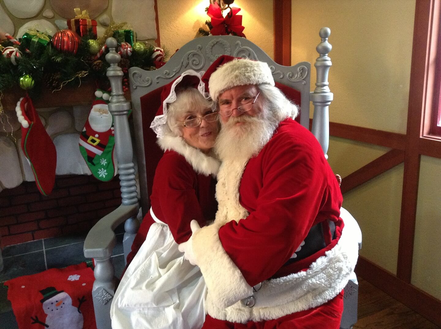 citadel outlets free photos with santa and mrs claus