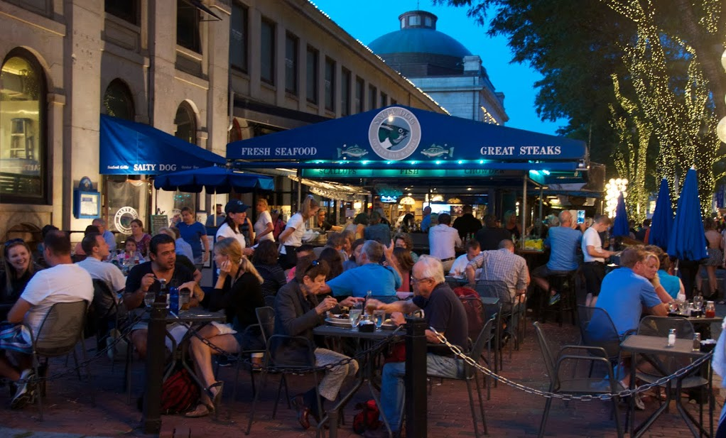 Salty dog seafood grill bar at faneuil hall marketplace for Fish restaurant boston